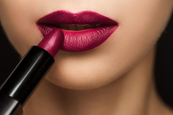 10-occasion-lipstick-mistakes-that-are-ruining-your-look_680988598-lightfield-studios