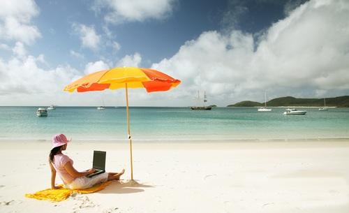 beach-laptop
