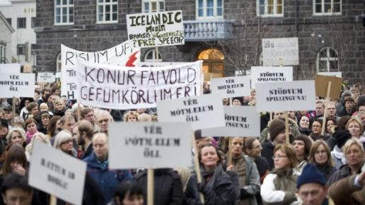 88177817_icelandicprotestsgettyimages-83619914